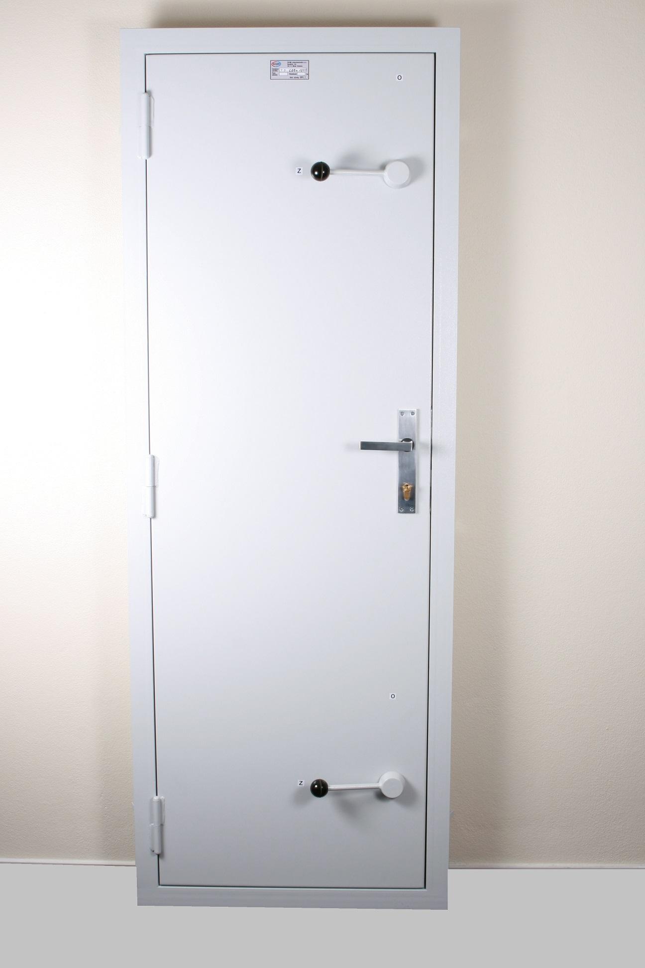 Těsné dveře - obrázek